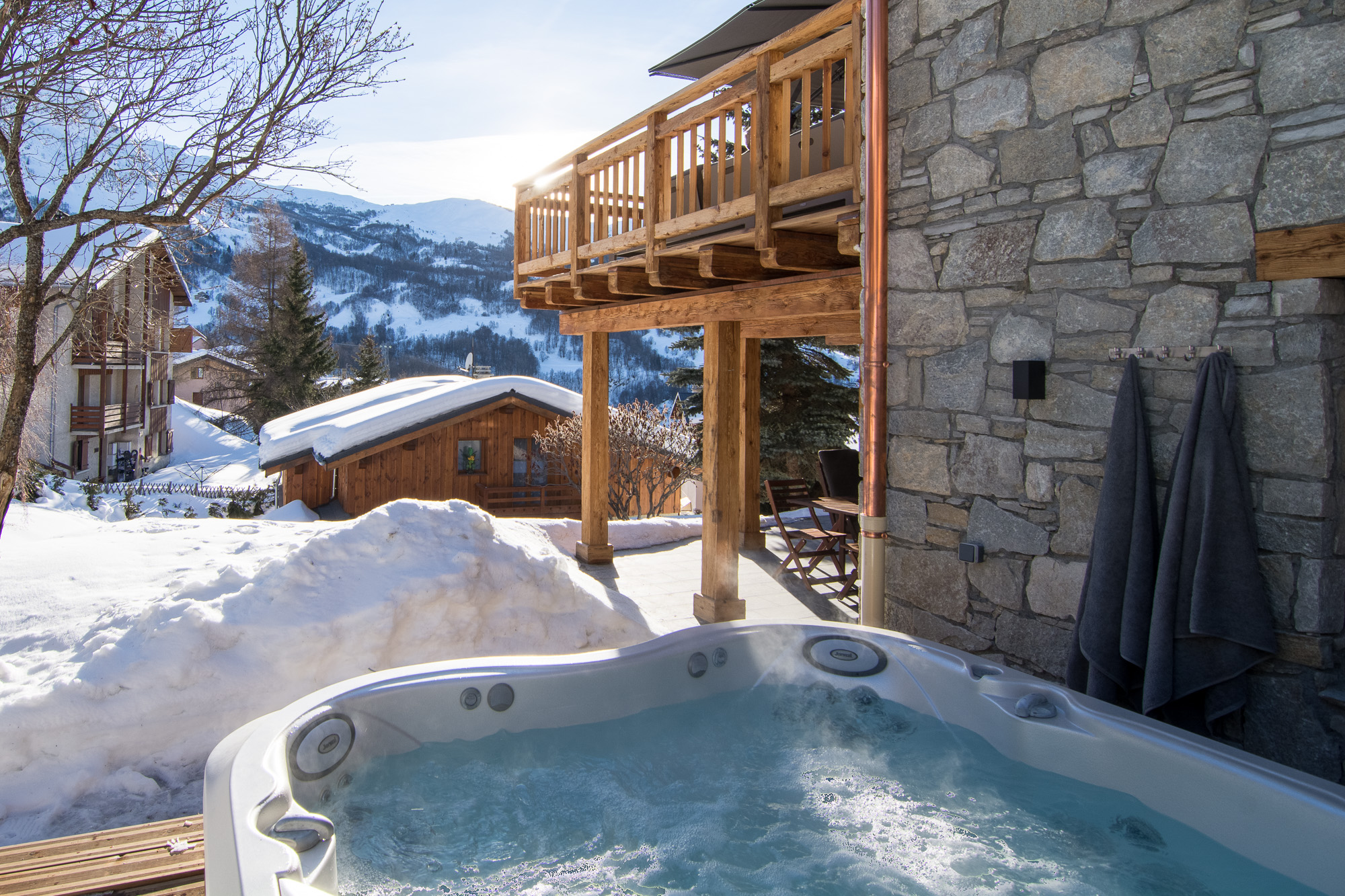 Luxury ski chalet with outdoor hot tub, 3 Valleys