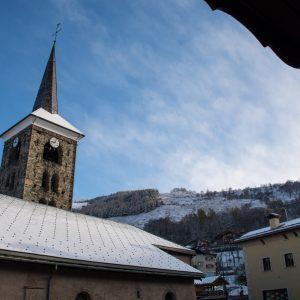 Ski in ski out apartment - central village location