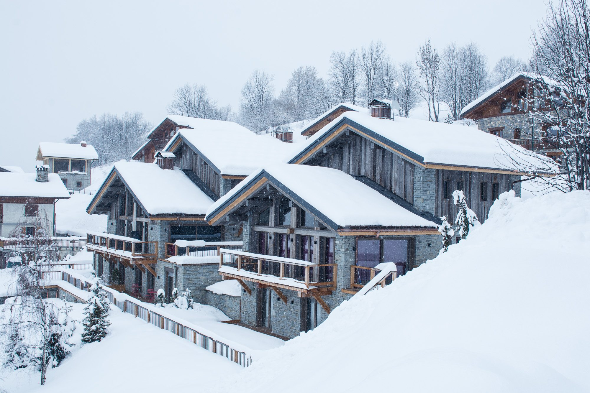 Snowy exterior view of Chalet Le Grand Coeur and Coeur Blanc