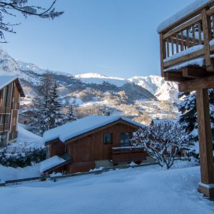 Mountain views from the outdoor jacuzzi in Chalet Astilla