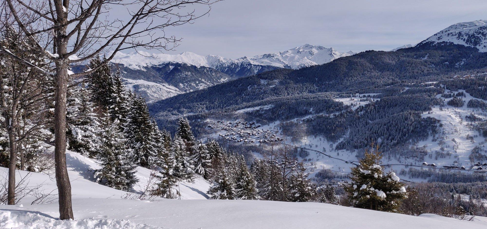 Off-piste skiing into Le Raffort, Meribel