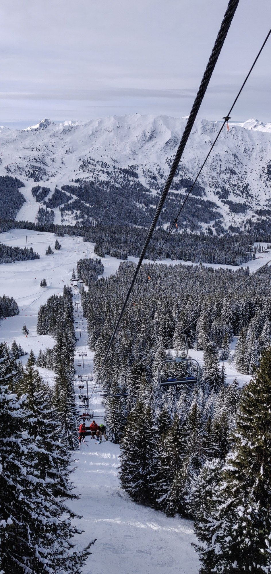 Chairlift 'Loze' through the snowy trees, La Tania