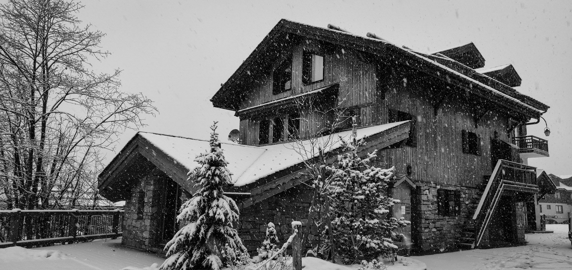 Luxury chalet 'St Pères' during an early season snowfall